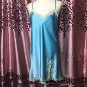 Pastel blue vintage slip, size M/L